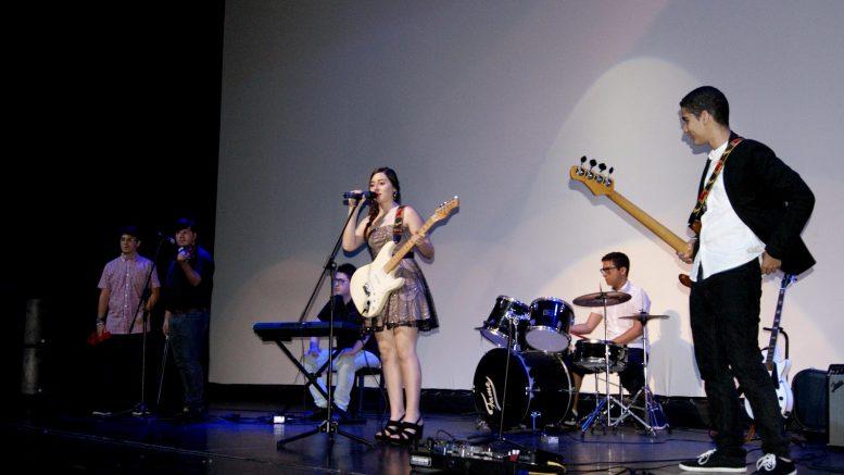 Actuacion de la Radon Band conformadapor alumnos del centro